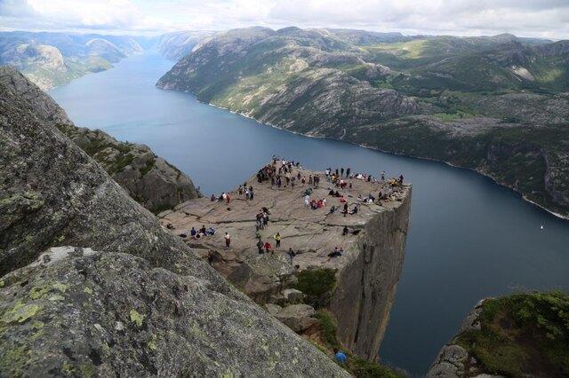 Norwegia – słynna skała Preikestolen