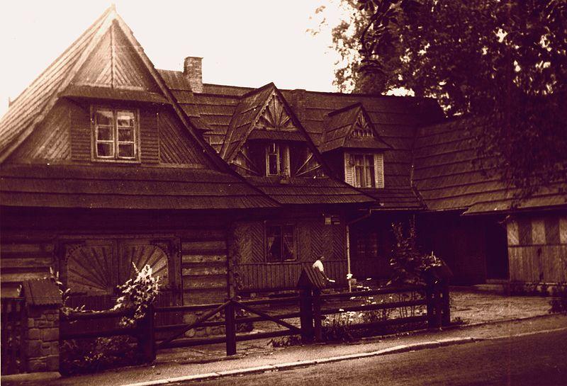 dom w stylu zakopiańskim przy ulicy Kościeliskiej, źródło: wikipedia